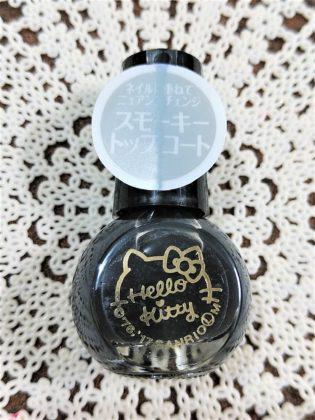 #36 SMOKY TOP COAT(スモーキー トップ コート)ネイルに重ねてニュアンスチェンジ ダイソー(DAISO)×サンリオ(Sanrio)コラボ フレンドネイル ハローキティ(Hello Kitty)