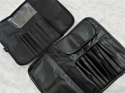 ダイソー(DAISO) ブラシ収納ケース 100円商品と200円商品の違い (収納力・保護カバー・色・質感)