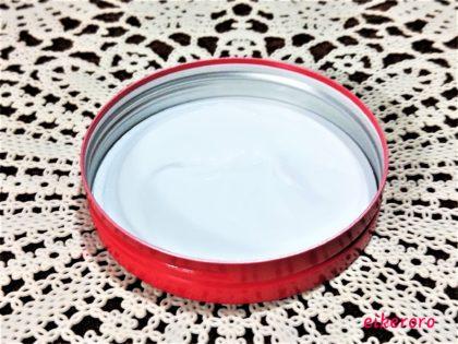 牛乳石鹸 カウブランド 赤箱 ビューティクリーム 裏ブタのクリーム付着